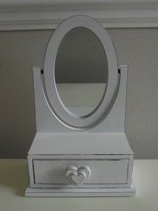 Shabby Chic White Heart Jewellery Box